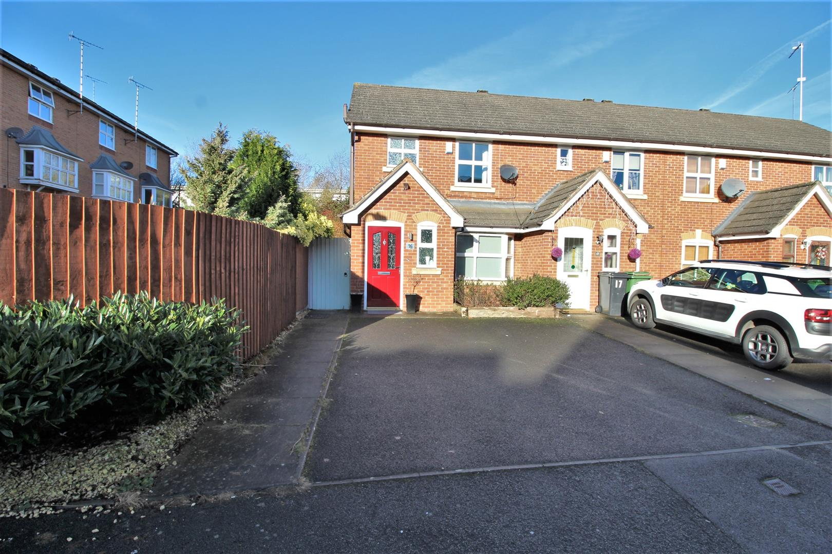 3 Bedrooms End Of Terrace House for sale in Honeychurch Close, Redditch